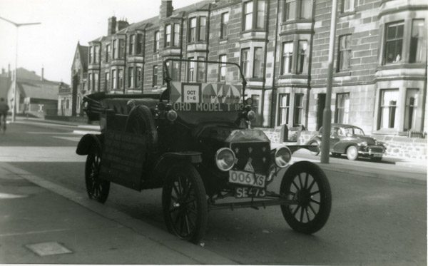 Saloon Ford