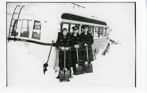 Leyland - Three men with shovesl